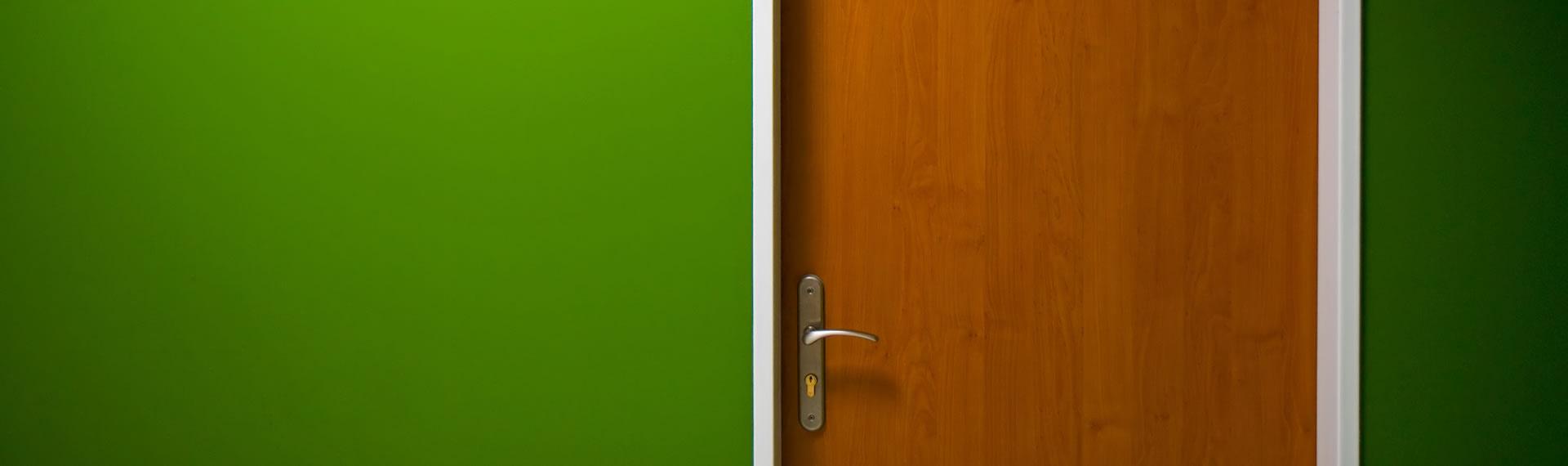 Puertas de seguridad fabricadas en lamina y enchapadas en madera